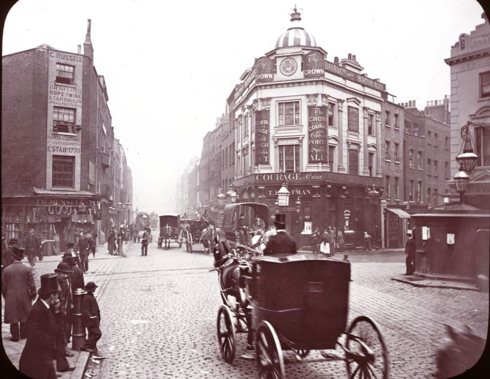 1890 Seven Dials. Courtesy of Chethams Library, Manchester.