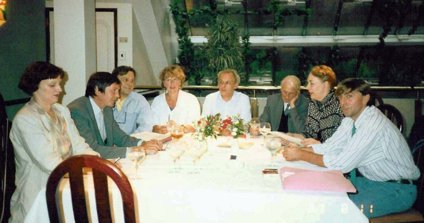 1984: First formal meeting of the Seven Dials Monument Charity (now The Seven Dials Trust); venue courtesy of the Seven Dials Restuarant.